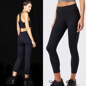 Splits59 M stride Capri leggings black